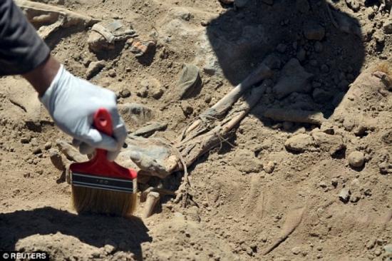 Phát hiện ngôi mộ tập thể 1.700 người bị IS hành quyết