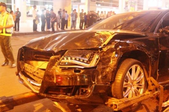 Chiếc xe của Hà Hồ sau tai nạn