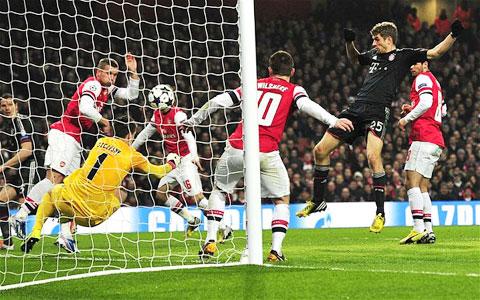 Arsenal và Bayern Munich dựng chuyện một tấm vé