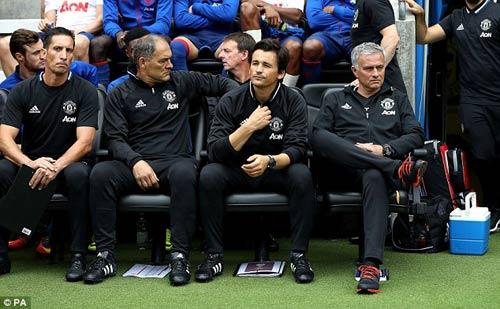 Man United đứng trước 2 lựa trọn thi đấu vì tiền hay bản sắc