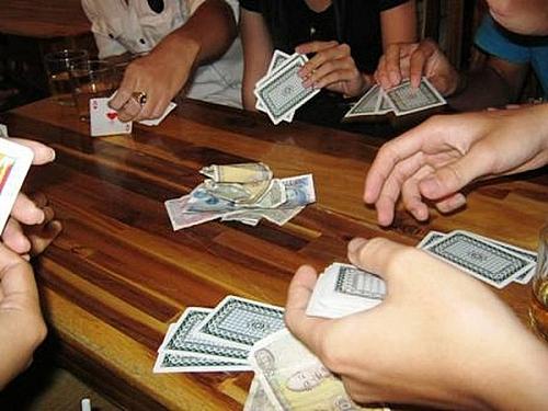 Mơ thấy cảnh đánh bài