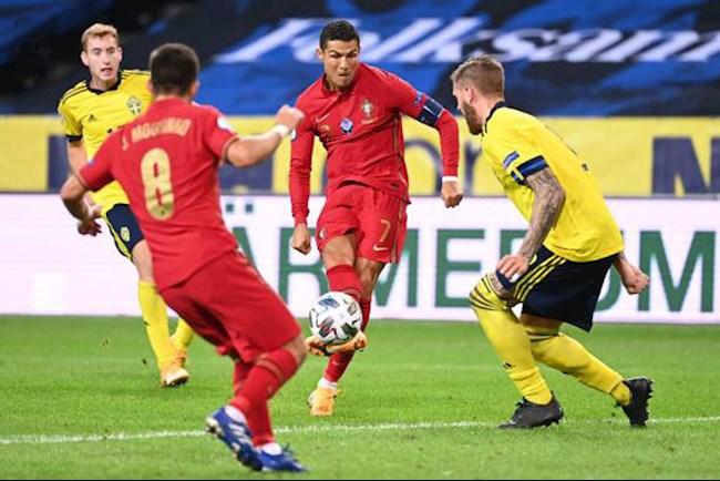 "Fernandes khen Ronaldo: ""Ronaldo có thể kết liễu mọi trận đấu!"""